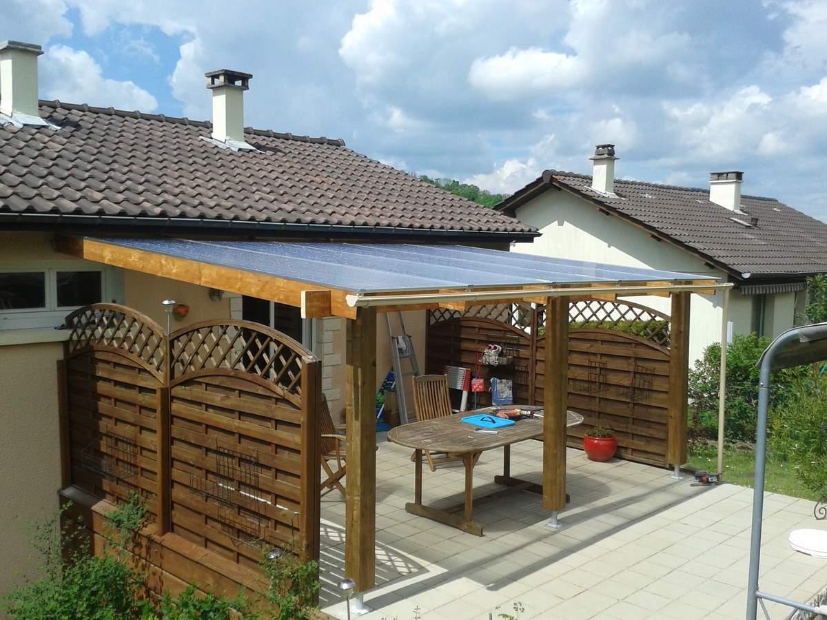 la plaque en polycarbonate pour une toiture isol e et clair e. Black Bedroom Furniture Sets. Home Design Ideas